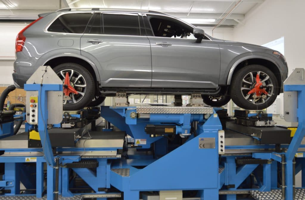 Testing a Volvo SUV on the suspension K&C testing machine